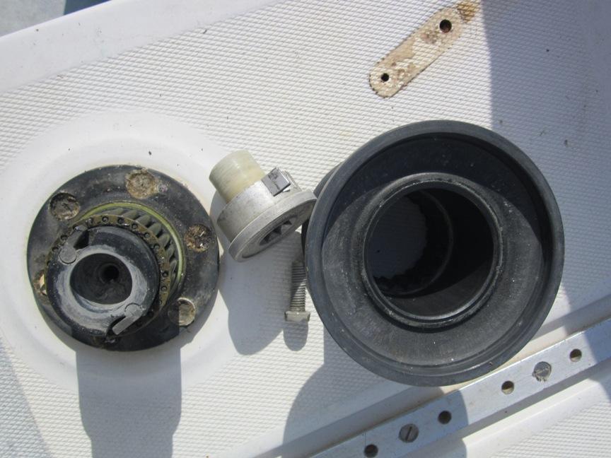 Lavori di bordo: attrezzatura di coperta, tagliando del motore, rigging, vele