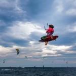 Barcolana Fun, i campioni del kite surf a Trieste con 30 nodi: il video
