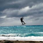 Kite surf, ecco le foto e il video degli amici 'volanti'