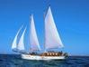 Il fascino della goletta Oloferne a Tuttovela: da set cinematografico a barca scuola