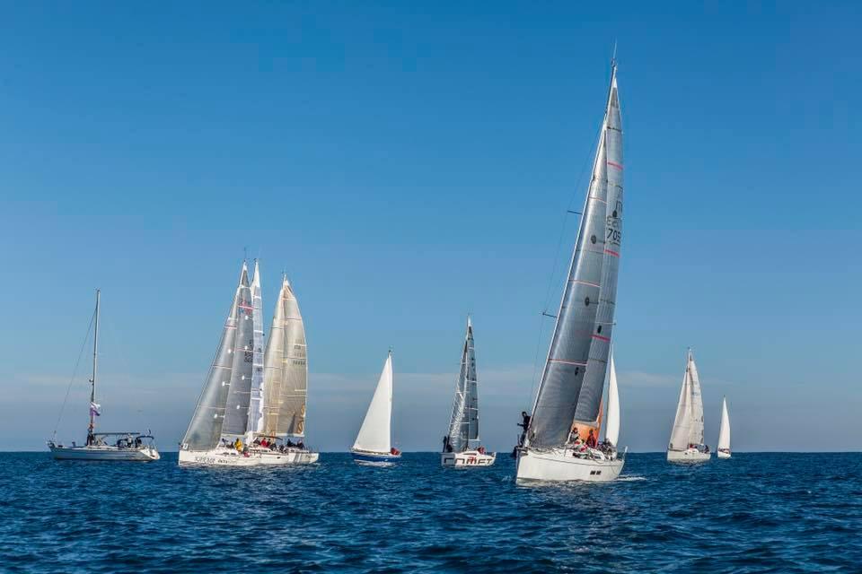 regata-dal-porto-degli-argonauti-a-taranto