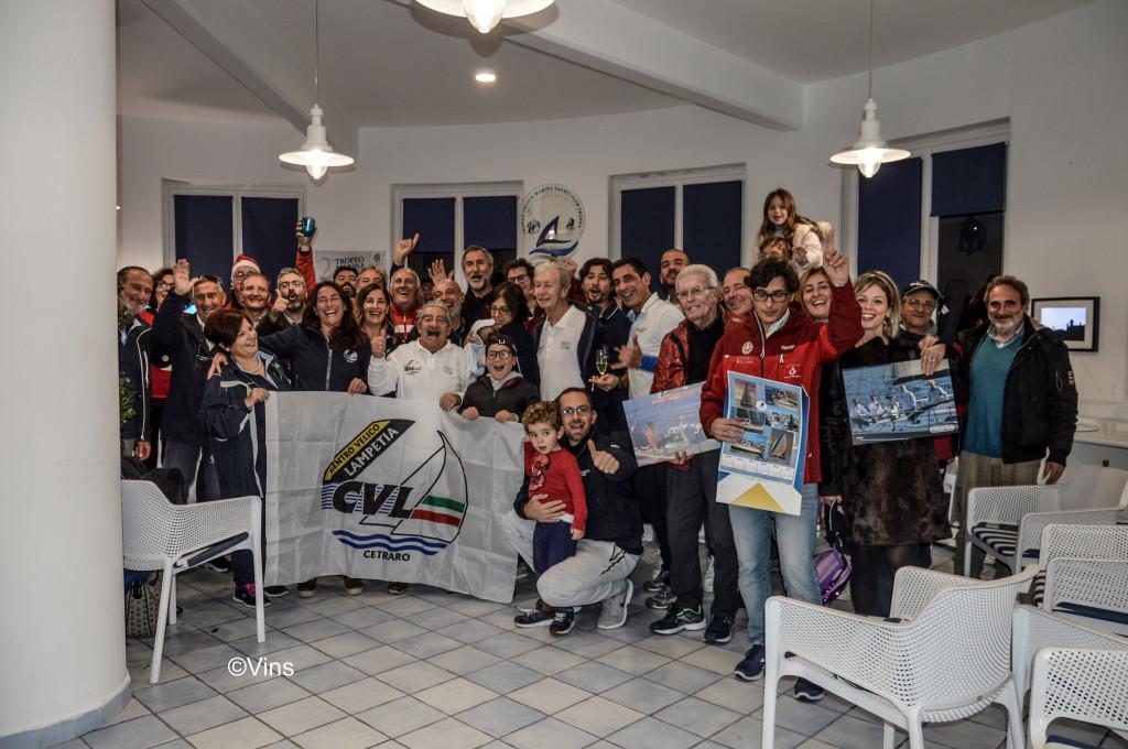 Gli equipaggi del Centro Celico Lampetia di Cetraro festeggiano la vittoria.