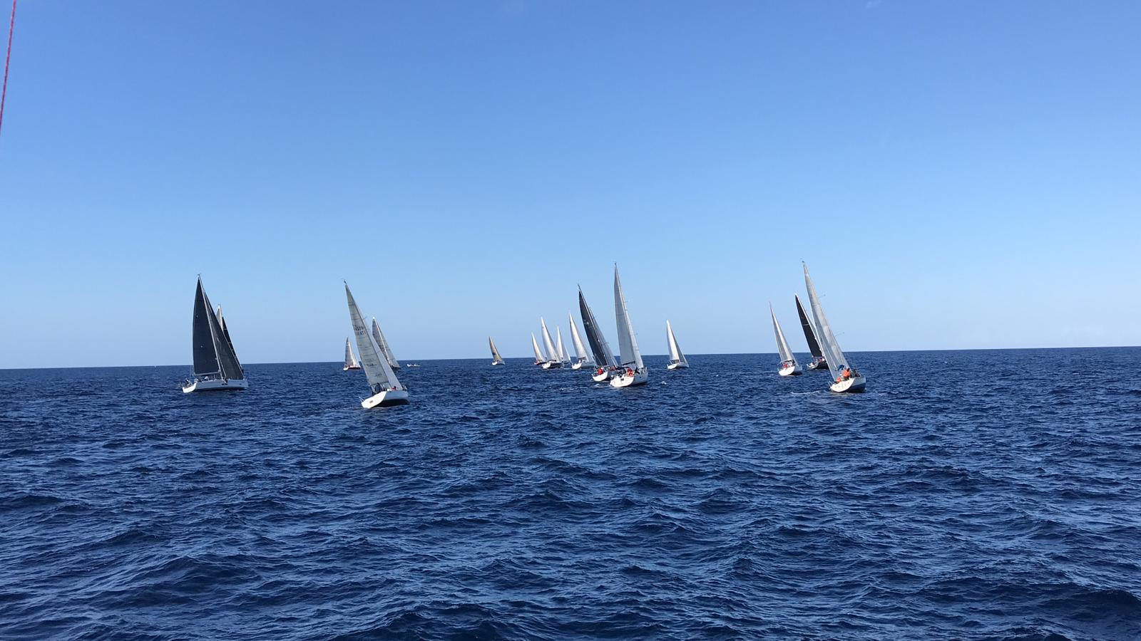 Le imbarcazioni subito dopo la partenza.