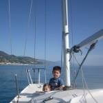 trucchi-di-bordo-bambini-in-barca-10-consigli-per-navigare-sicuri